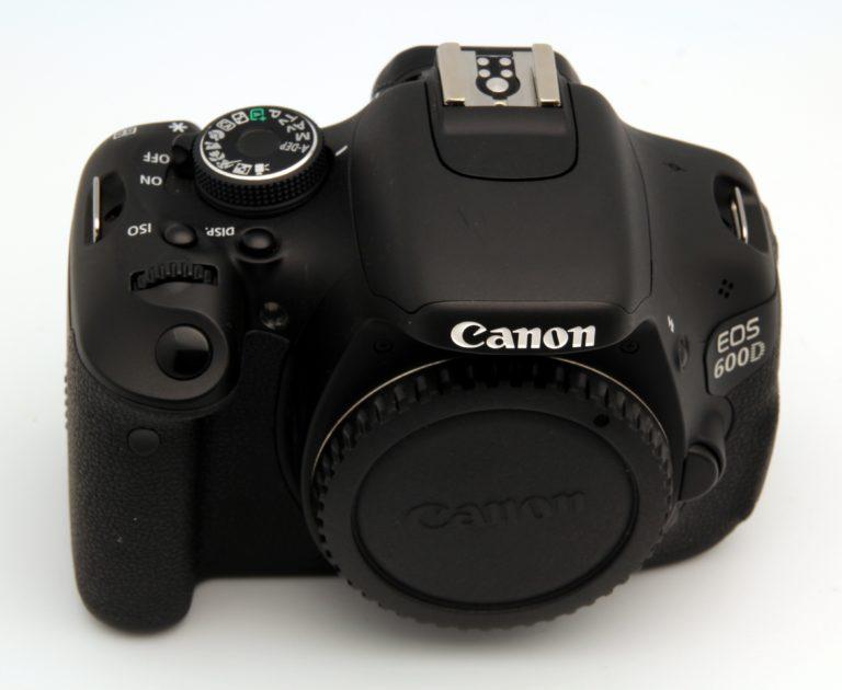 Jak zjistit počet vyfocených snímků Canon?