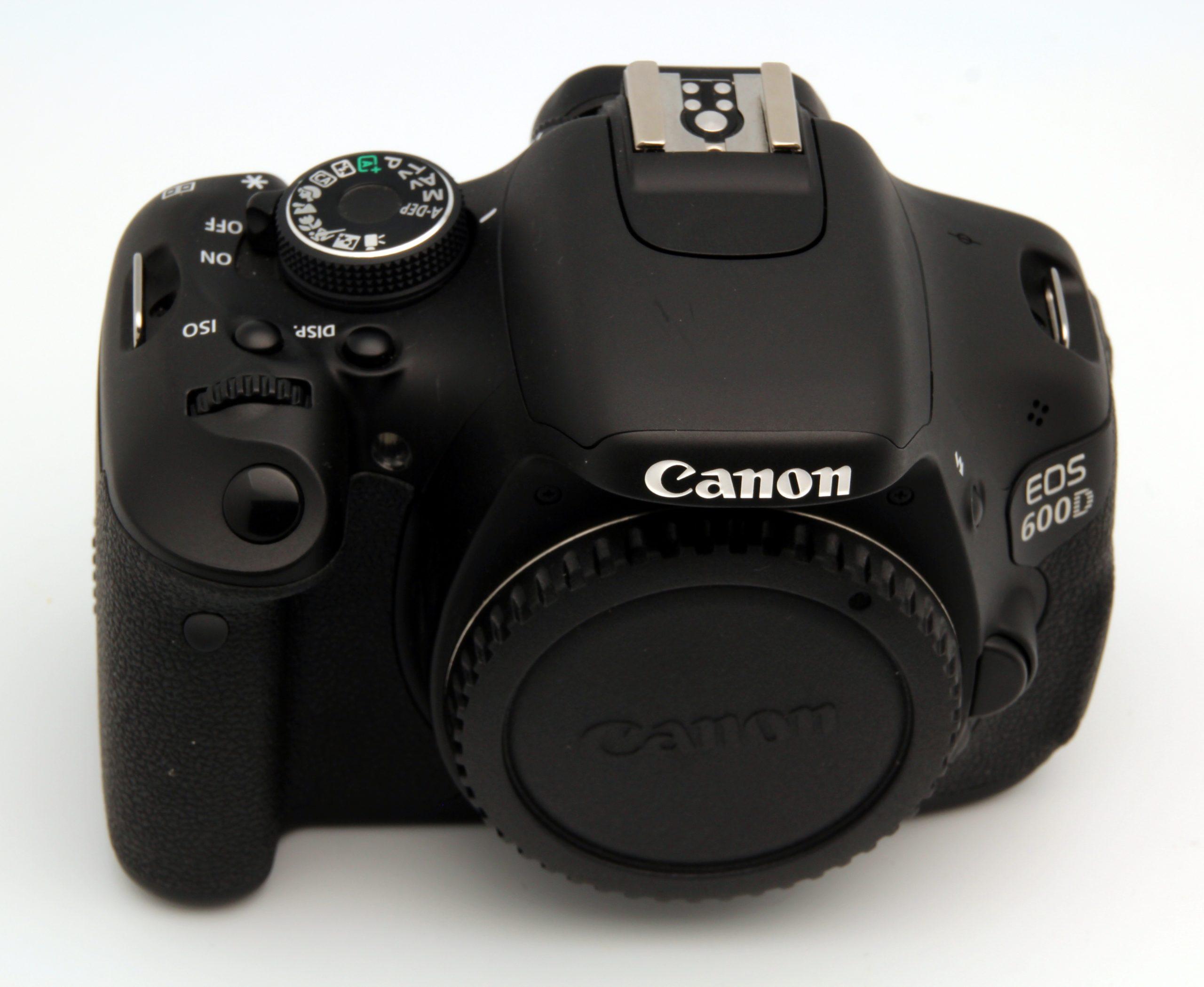 Zrcadlovka Canon 600D